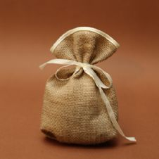 Burlap pouch with satin ribbon favour / Μπομπονιέρα πουγκί λινάτσας με σατέν κορδέλα